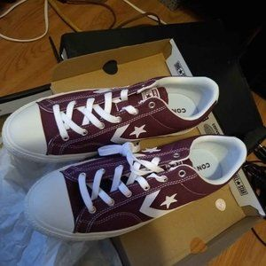 Converse burgundy color brand new unisex